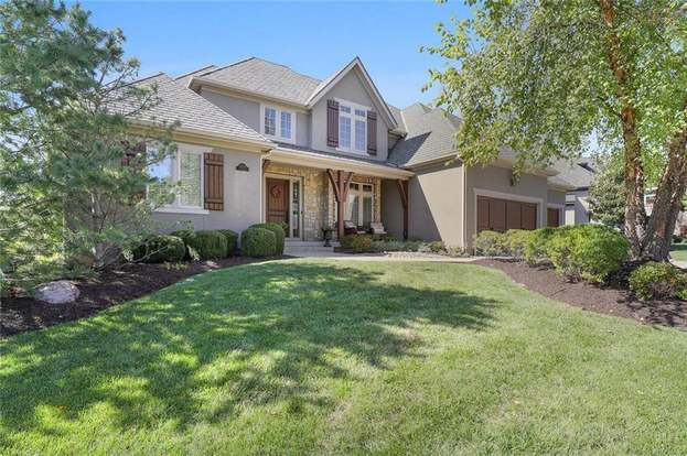 Mills Farm Overland Park Ks Homes With Parking Off Street Parking For Sale Redfin
