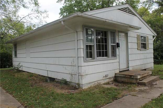 7618 E 48th St, Kansas City, MO 64129 - 3 beds/1 bath