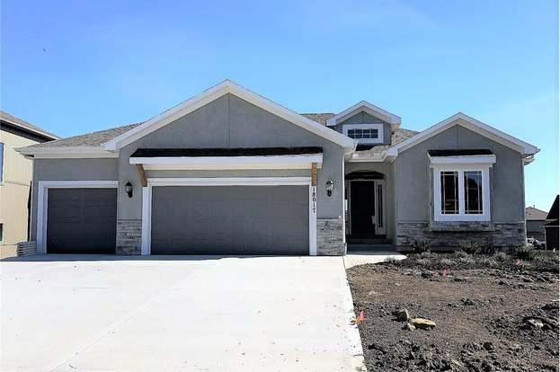 16366 S Laurelwood St, Olathe, KS 66062