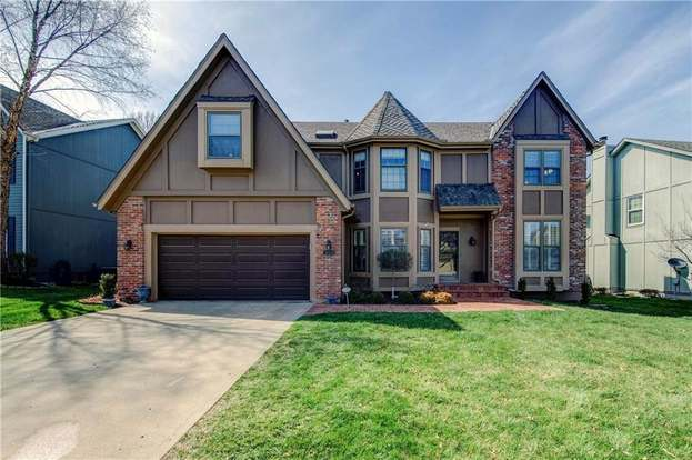 12874 Bond St, Overland Park, KS 66213 - 4 beds/3 5 baths