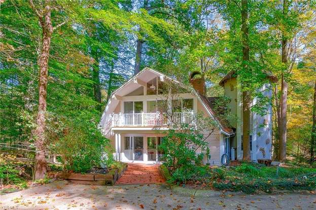 18399 Geauga Lake Rd, Chagrin Falls, OH 44023 - 3 beds/2 baths