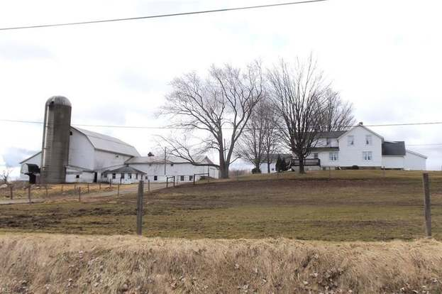 13070 Clay St, Middlefield, OH 44062 - 5 beds/2 baths