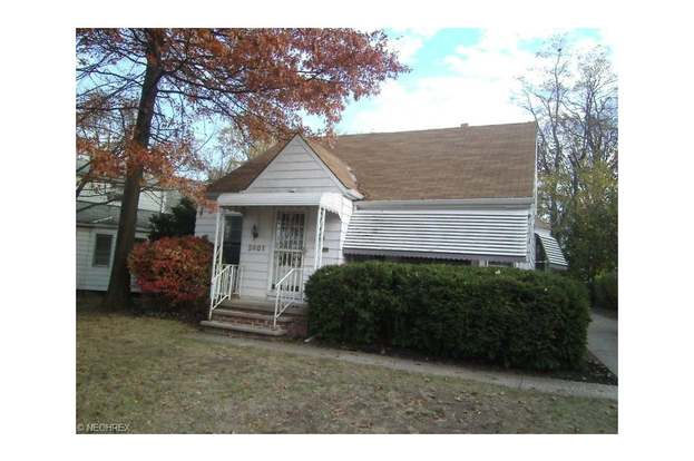 2401 N Taylor Rd, Cleveland, OH 44118 - 3 beds/1 bath