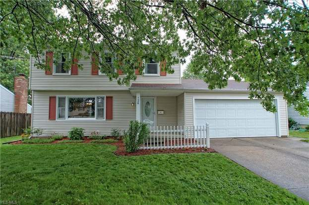 126 Illinois Cir, Elyria, OH 44035 - 3 beds/1.5 baths
