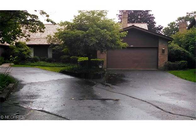 6103 Cedar Ln NW, Canton, OH 44708 - 2 beds/3.5 baths