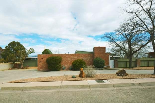 1428 Stanford Dr NE, Albuquerque, NM 87106 - 3 beds/4 baths