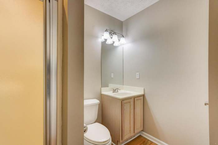5285 Avery Woods Ln, Knoxville, TN 37921 - 2 beds/2 baths