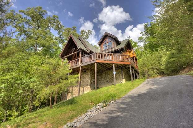 2025 Green Pine Way, Sevierville, TN 37862 - 3 beds/2 5 baths