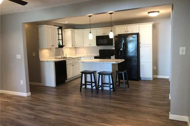 193 Russell St #9, Lewiston, ME 04240 - 2 beds/1 bath