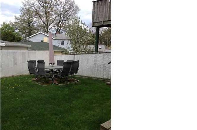 369 Little Clove Rd, Staten Island, NY 10301