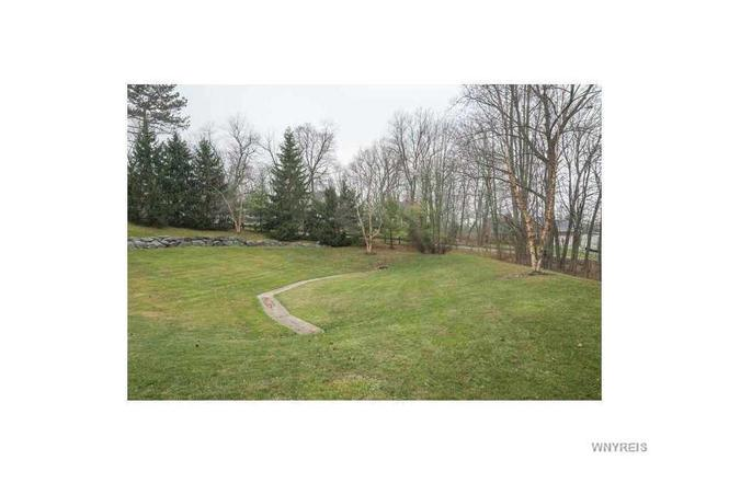 39 Brookins Green Dr, Orchard Park, NY 14127 | MLS# B502084 | Redfin