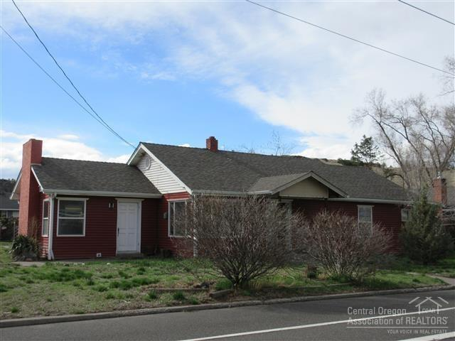 72 SW 2nd St, Madras, OR 97741 - 3 beds/1 bath