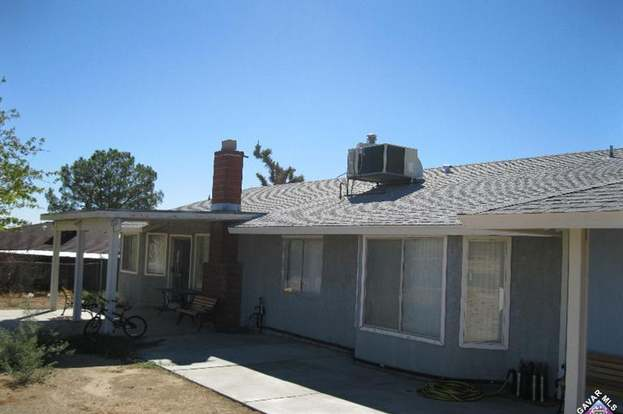 16009 Wells Fargo Ave, Lake Los Angeles, CA 93591 - 6 beds/2 baths