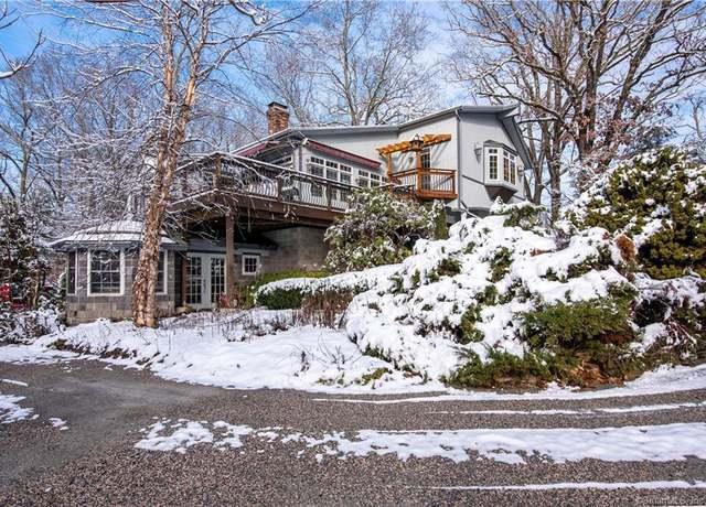 Single Family Residential at address 135-137 W Bridge St, Winthrop