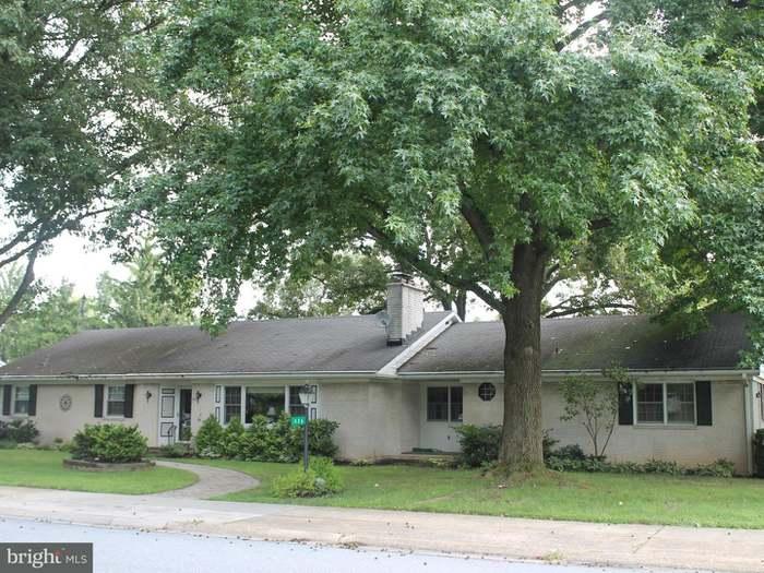 436 Herr Ave, Millersville, PA 17551   5 Beds/2.5 Baths