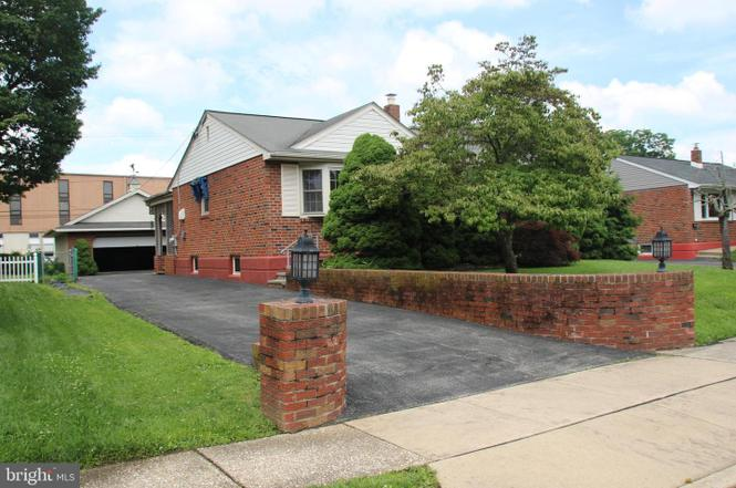 403 Pinecrest Rd, Norristown, PA 19403 - 3 beds/2 baths