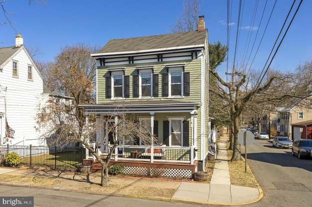 433 Prince St, Bordentown, NJ 08505 - 4 beds/2 5 baths