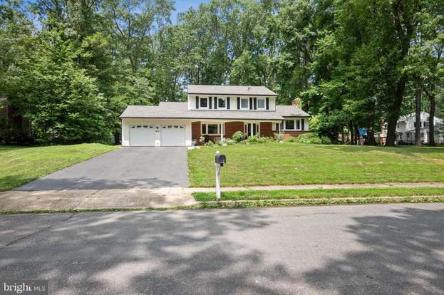 15 Cornwall Dr, Hightstown, NJ 08520 - 4 beds/2.5 baths on