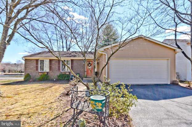 10216 Waterbury Ct, Manassas, VA 20110 - 3 beds/2 baths