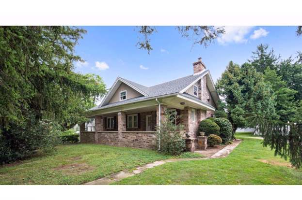 Astounding 981 Plymouth Rd Plymouth Meeting Pa 19462 4 Beds 2 Baths Home Interior And Landscaping Fragforummapetitesourisinfo