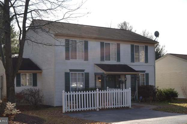 10214 Waterbury Ct, Manassas, VA 20110 - 3 beds/2 5 baths