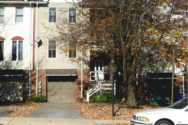 654 Knightsbridge Dr, Hagerstown, MD 21740 - 3 beds/1 5 baths