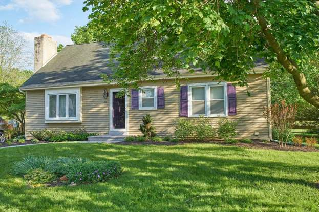 211 Meadow Dr Downingtown Pa 19335 Mls 1004391837 Redfin