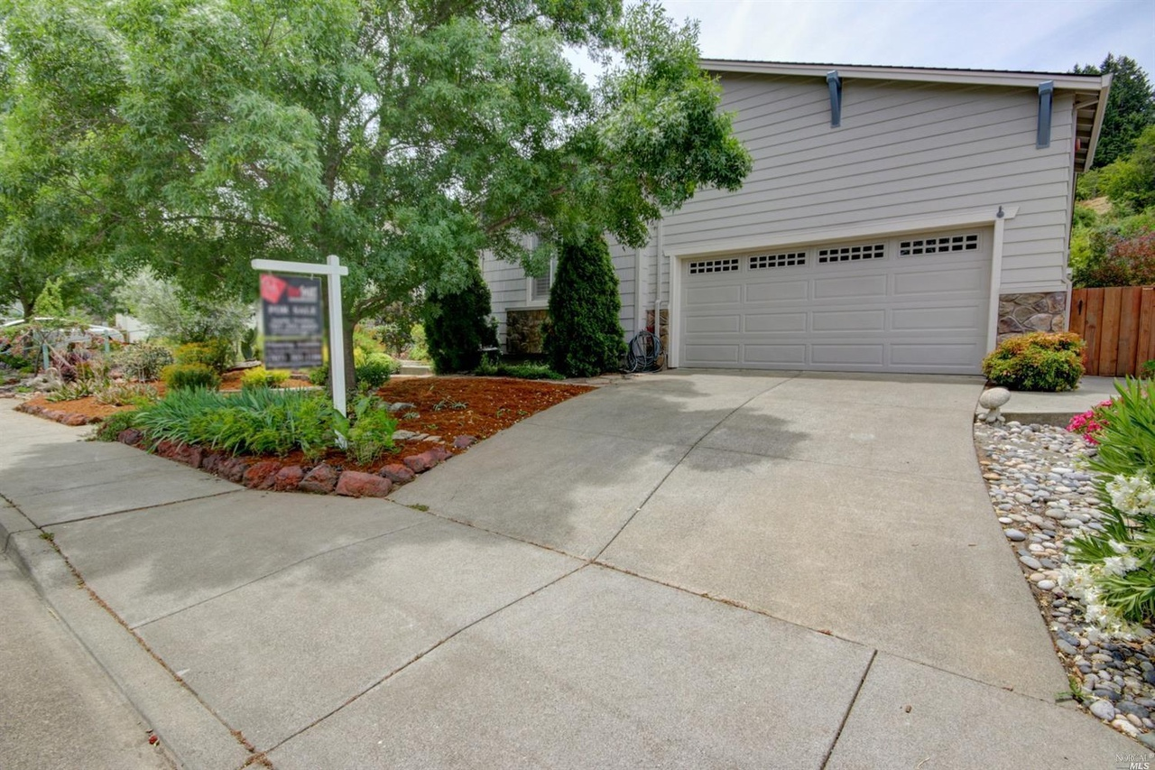 Will Starbuck In Cloverdale Ca Be Open Christmas Day 2020 107 St Michael Ct, Cloverdale, CA 95425   MLS# 22013530   Redfin