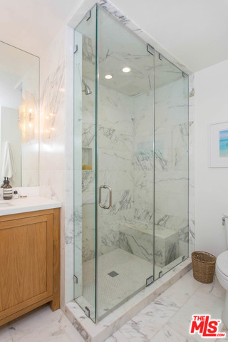 9061 Keith Ave #304, West Hollywood, CA 90069 - 2 beds/2 baths