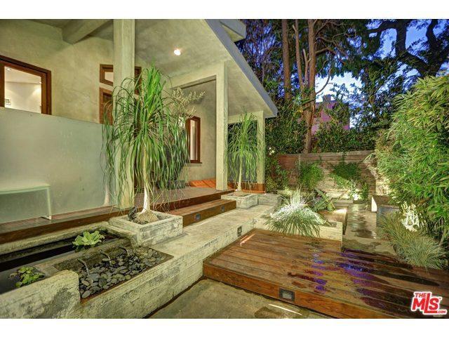 8920 Cynthia St, West Hollywood, CA 90069 - 3 beds/3 5 baths