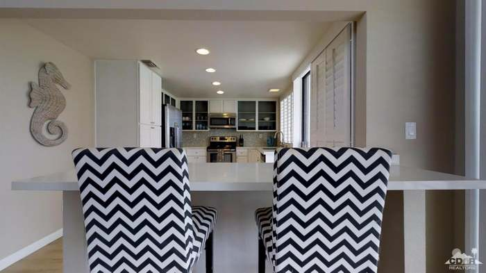 52 Avenida Las Palmas, Rancho Mirage, CA 92270 - 2 beds/2 baths