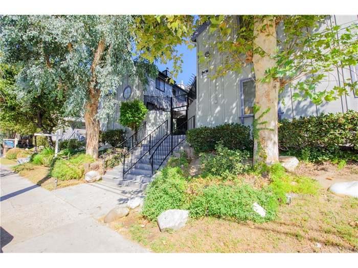 9342 Van Nuys Blvd #31, Panorama City, CA 91402 - 2 beds/2 baths