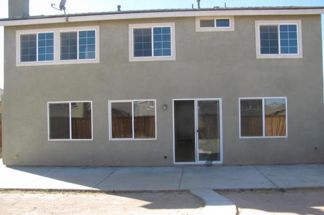 9023 Seal Beach Dr, Hesperia, CA 92344 - 5 beds/3 5 baths