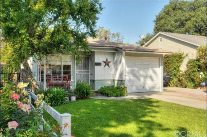 221 N Beachwood Dr, Burbank, CA 91506 | MLS# BB14084661 | Redfin