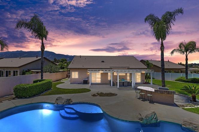 3957 Pine Valley Way, Corona, CA 92883   MLS# IG20119711 ...