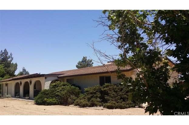 14575 Flathead Rd, Apple Valley, CA 92307 - 3 beds/2 baths