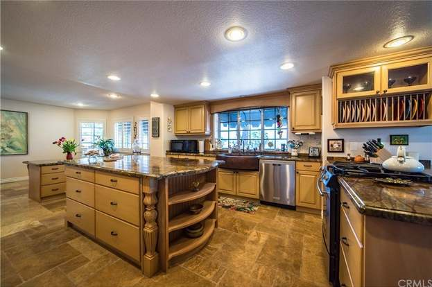 22880 Gold Rush Pl, Canyon Lake, CA 92587 - 4 beds/4 5 baths