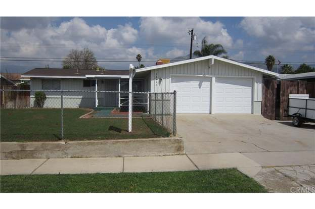 26940 Fisher St, Highland, CA 92346