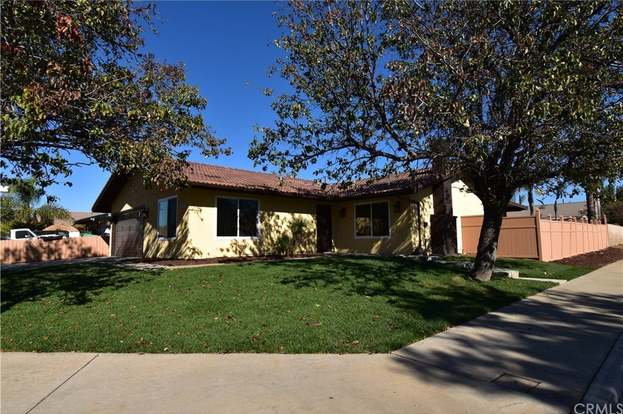 12954 valley springs dr moreno valley ca 92553 mls sw18274951 rh redfin com White Custom Cabinets White Laundry Cabinets 27 X 36 X 12