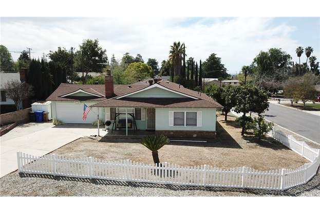 11879 Adams Ct, Yucaipa, CA 92399 - 2 beds/1 bath
