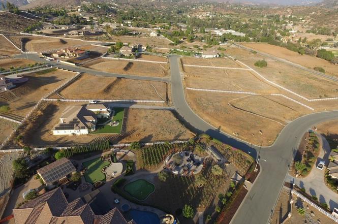4 Pine Blossom Rd, El Cajon, CA 92021   MLS# 170048328 ...
