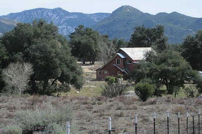 """warner springs chatrooms During the past few years our warner springs community resource center, warner springs and our majestic eagle rock have been """"put on the map"""" because of their proximity to the pacific crest trail (pct) over 2,000 """"thru-hikers"""" from all over the world passed through the center during."""