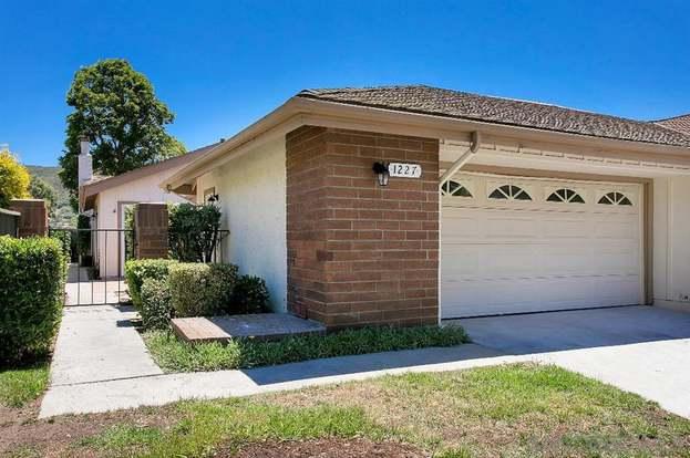 1227 VIA VIENTO SUAVE, San Marcos, CA 92078 - 2 beds/2 baths