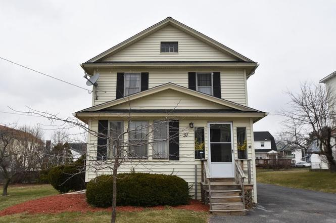 31 Greendale Ave, Worcester, MA 01606