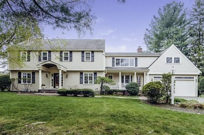 27 Colonial Rd, Milton, MA 02186