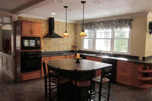 209 Hacketts Pond Dr, Hanover, MA 02339