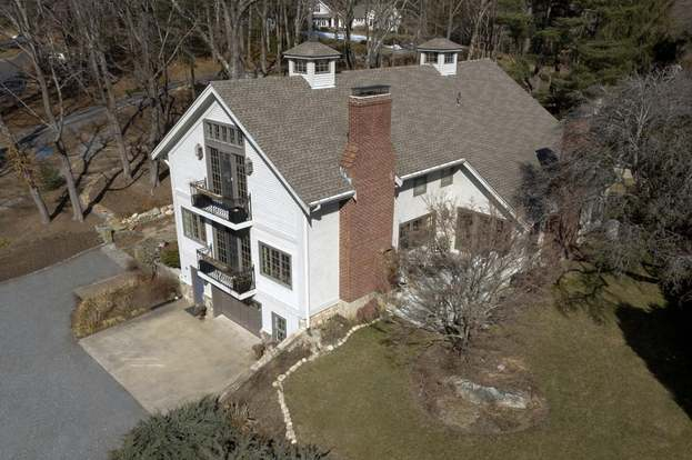 26 Neal Gate St, Scituate, MA 02066 - 4 beds/3 5 baths