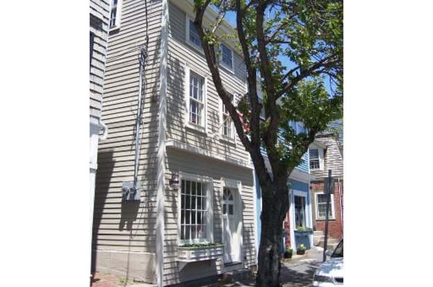 233 Washington St, Marblehead, MA 01945 - 2 beds/1.5 baths