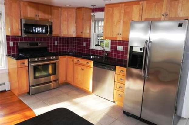 21 Nicholson St #3, Marblehead, MA 01945 - 3 beds/1.5 baths