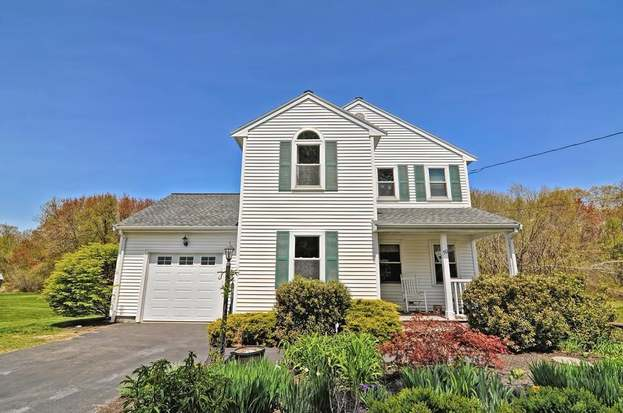 50 Black Pond Ln Taunton Ma 02780 3 Beds 1 5 Baths